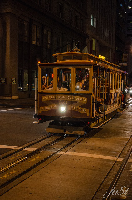 Bild Cable Car bei Nacht