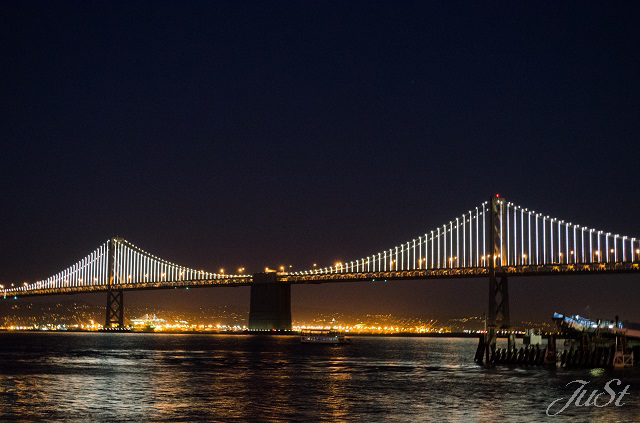 Bild Okland Bay Bridge bei Nacht