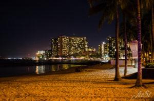 Bild Waikiki Beach bei Nacht