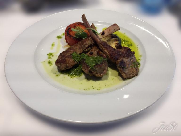 Bild Gegrillte Lammkoteletts mit Tomaten-Auberginenpüree