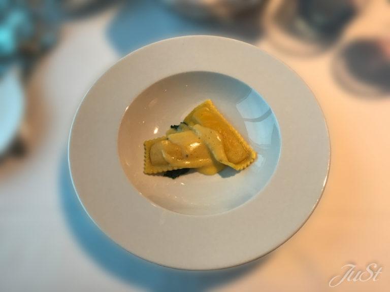 Bild Hummerravioli mit Orangen-Hollandaise und schwarzem Trüffel
