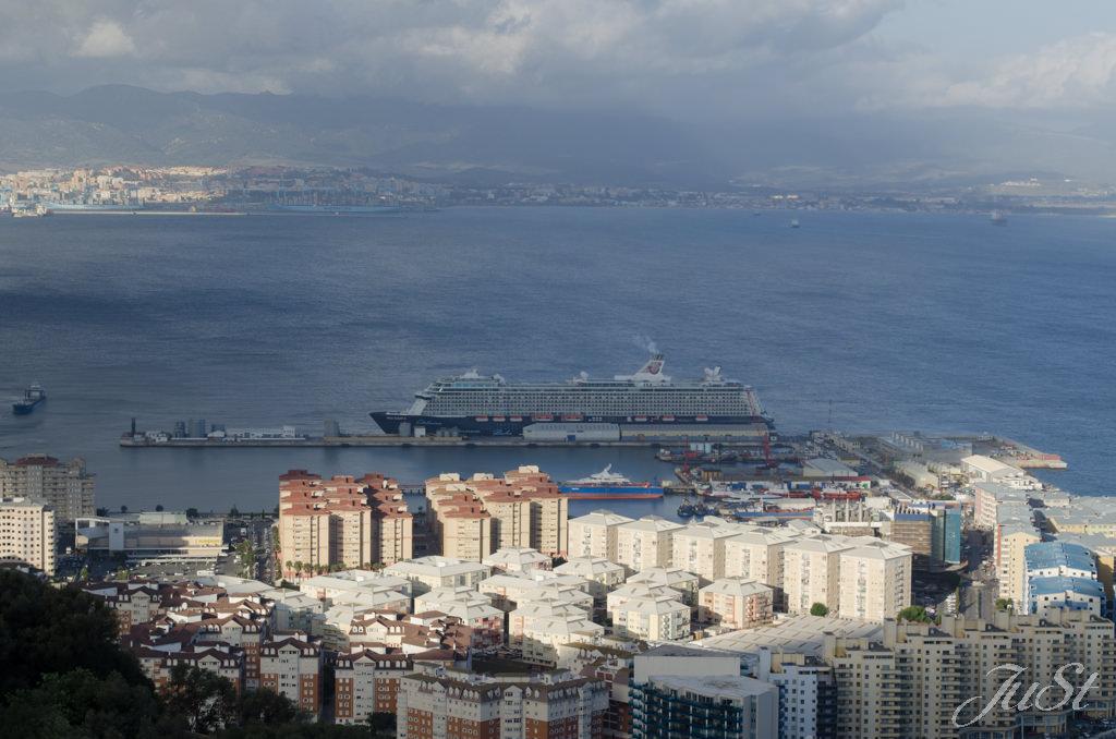 Bild Mein Schiff 4 vom Belagerungstunnel aus