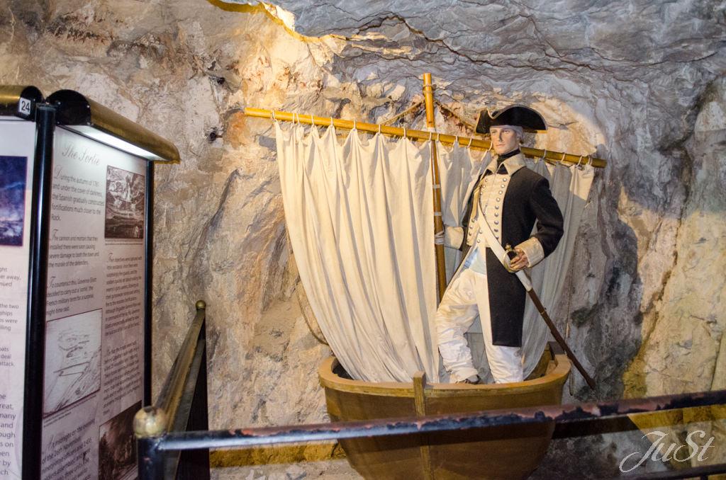 Bild Boot im Tunnel