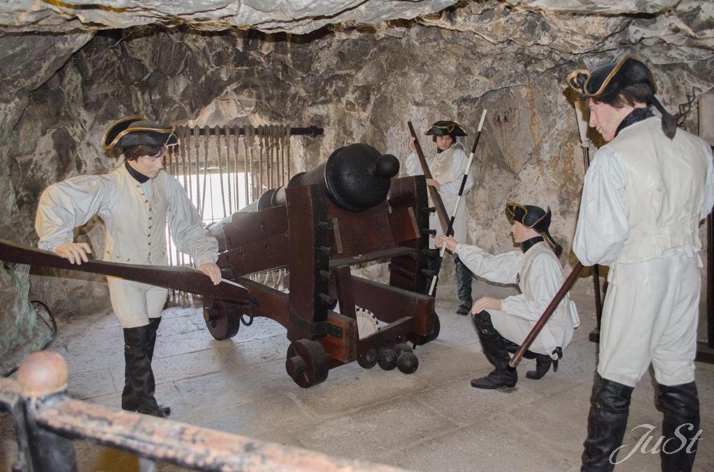 Bild Belagerungstunnel mit Kanone