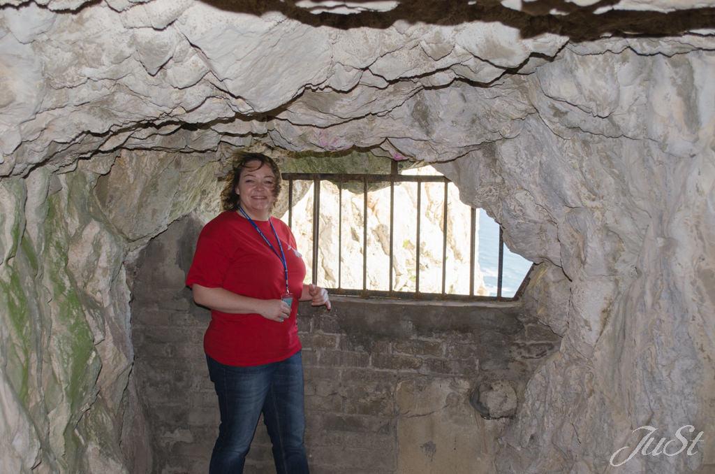 Bild Jule im Tunnel