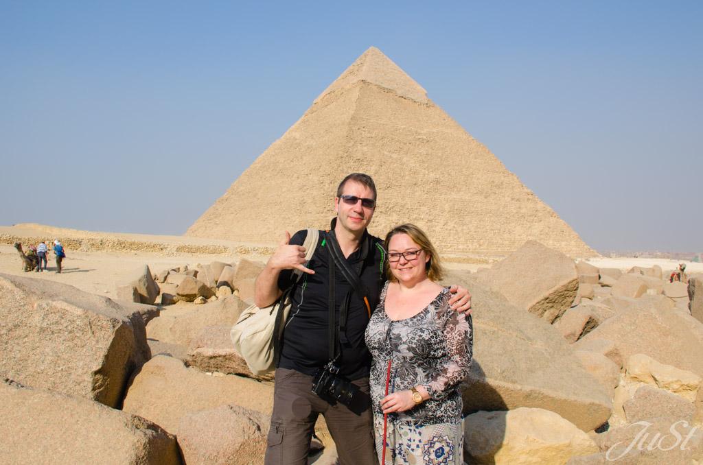 Wir vor der großen Pyramide