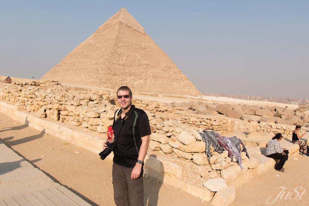 Alex vor der Großen Pyramide