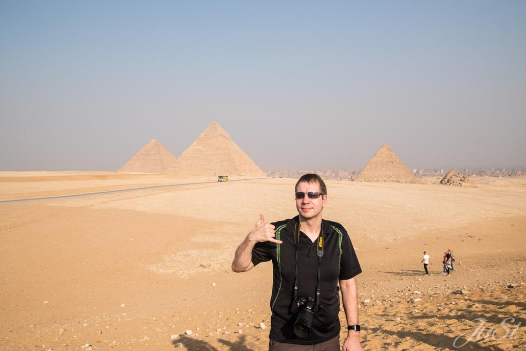 Alex mit den Pyramiden von Gizeh