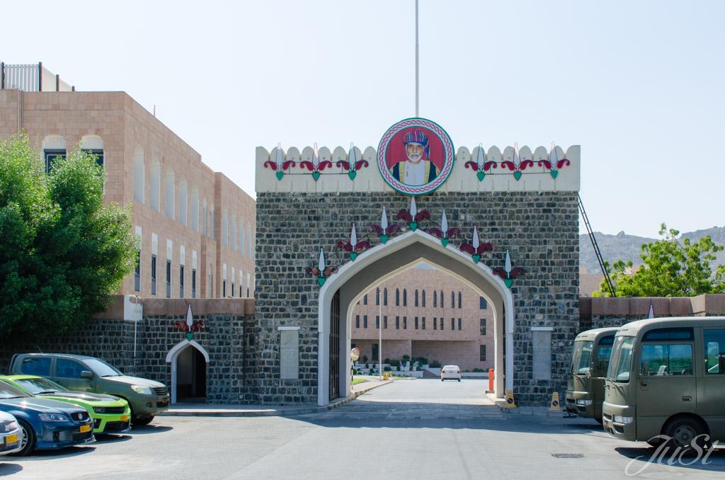 Ausfahrt Parkplatz Palast Muscat