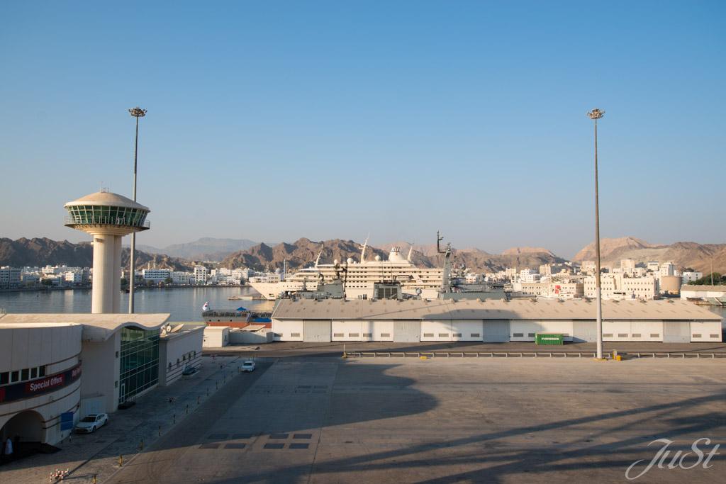 Morgendlicher Hafenblick Muscat