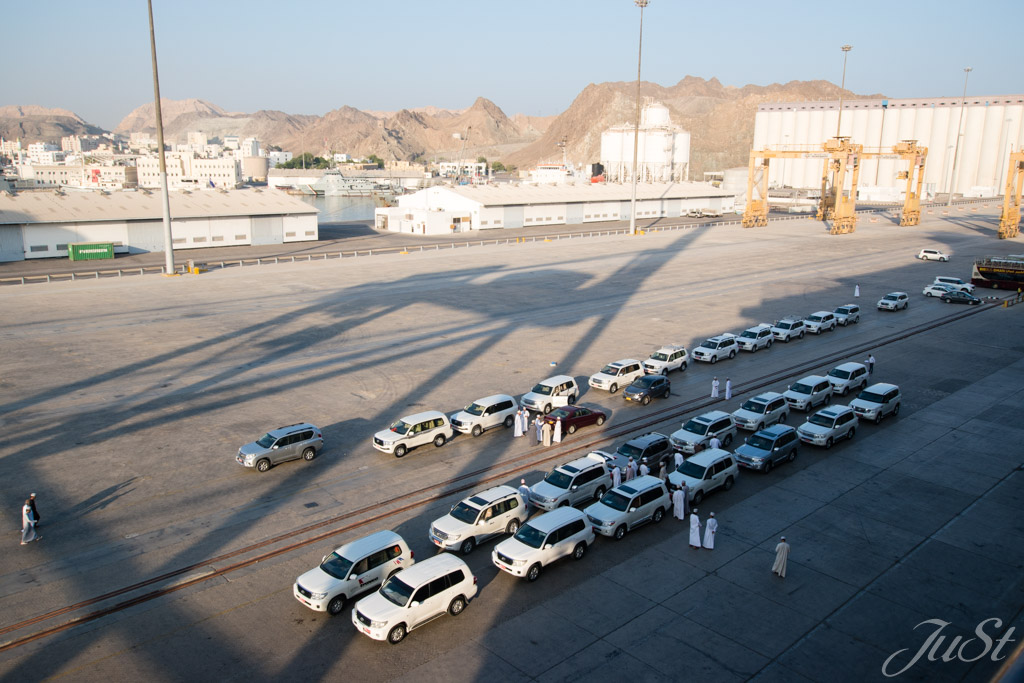 Hafen Muscat, Ausflugsautos