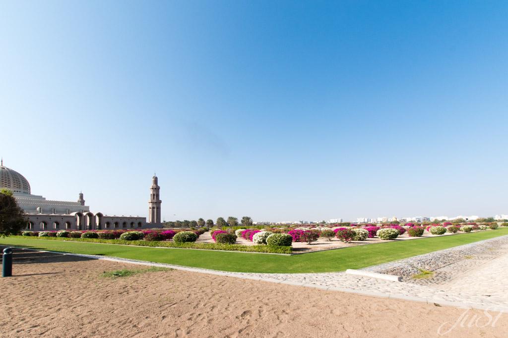 Garten vor Muscat Moschee