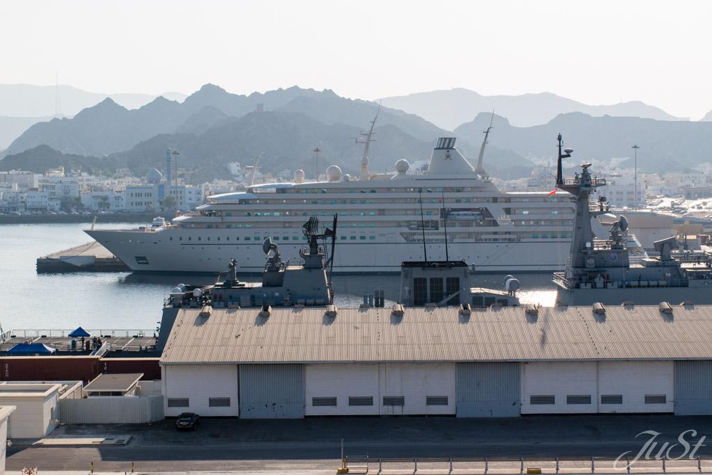 Hafen mit Jacht in Muscat