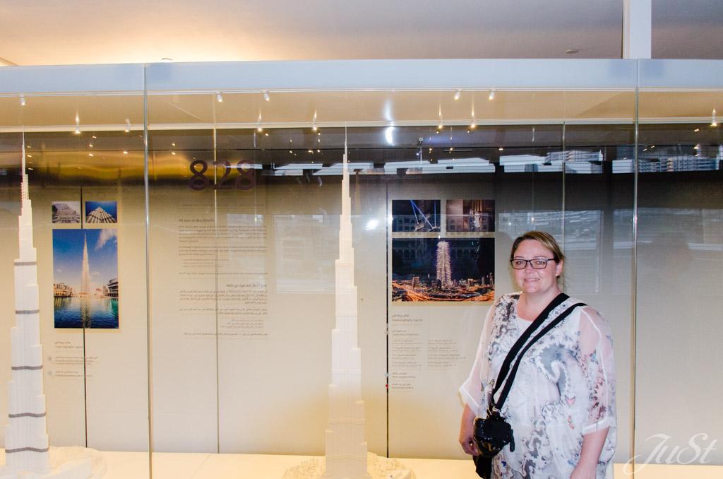 Jule mit Model Burj Khalifa