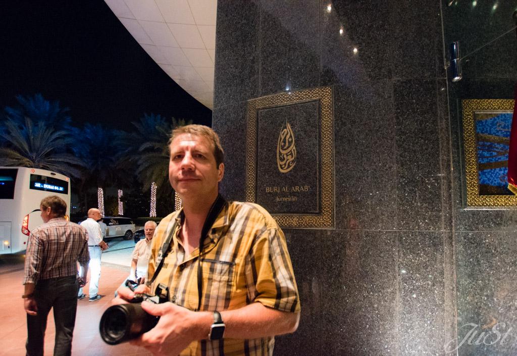 Alex vorm Burj Al Arab