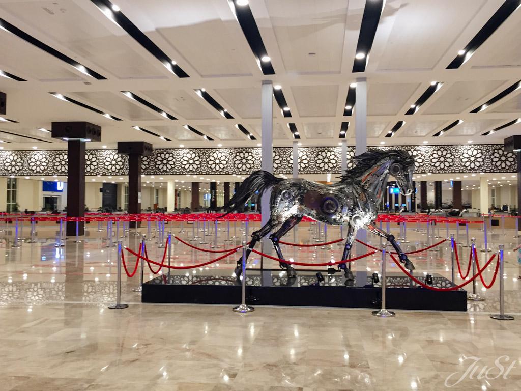 Pferd im Cruise Terminal Dubai
