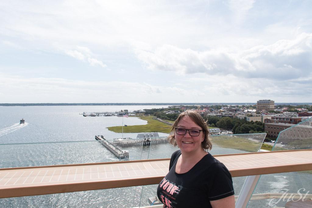 Jule an Bord der MS6 im Hafen von Charleston