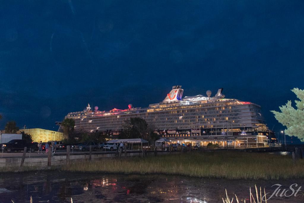 Mein Schiff 6 in Charleston