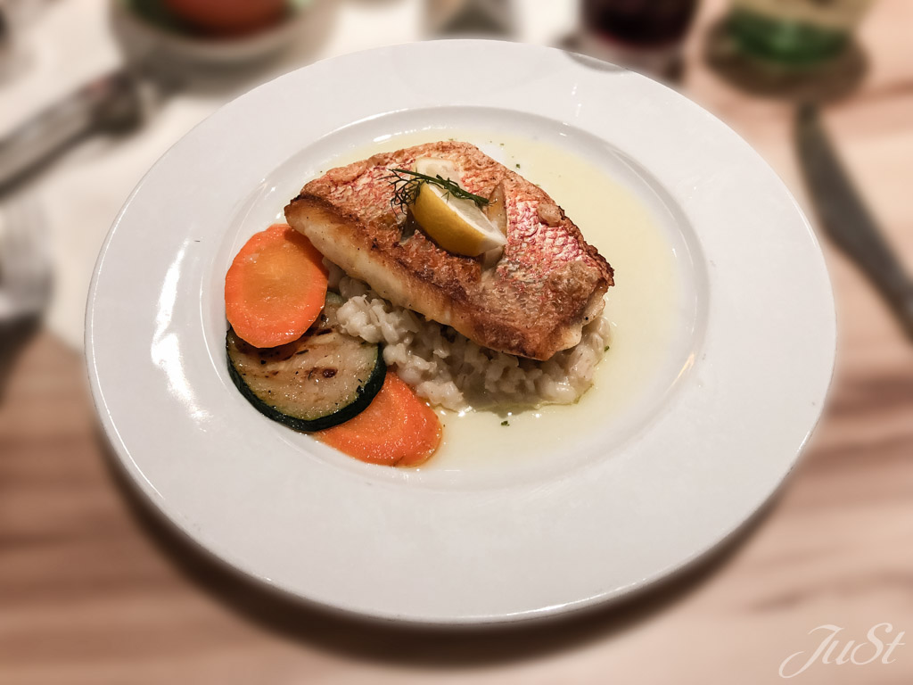 Red Snapper mit Perlgraupenrisotto und Petersilienbutter