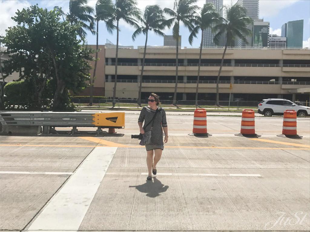 Jule auf dem Weg zur Miami Head Halle