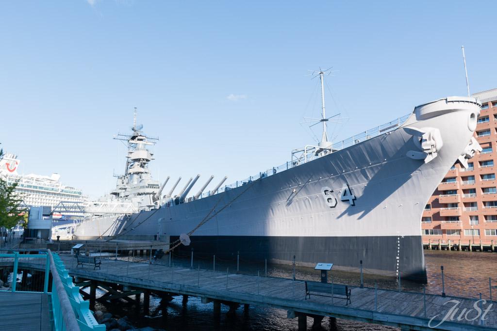 USS Wisconsin im Hafen von Norfolk