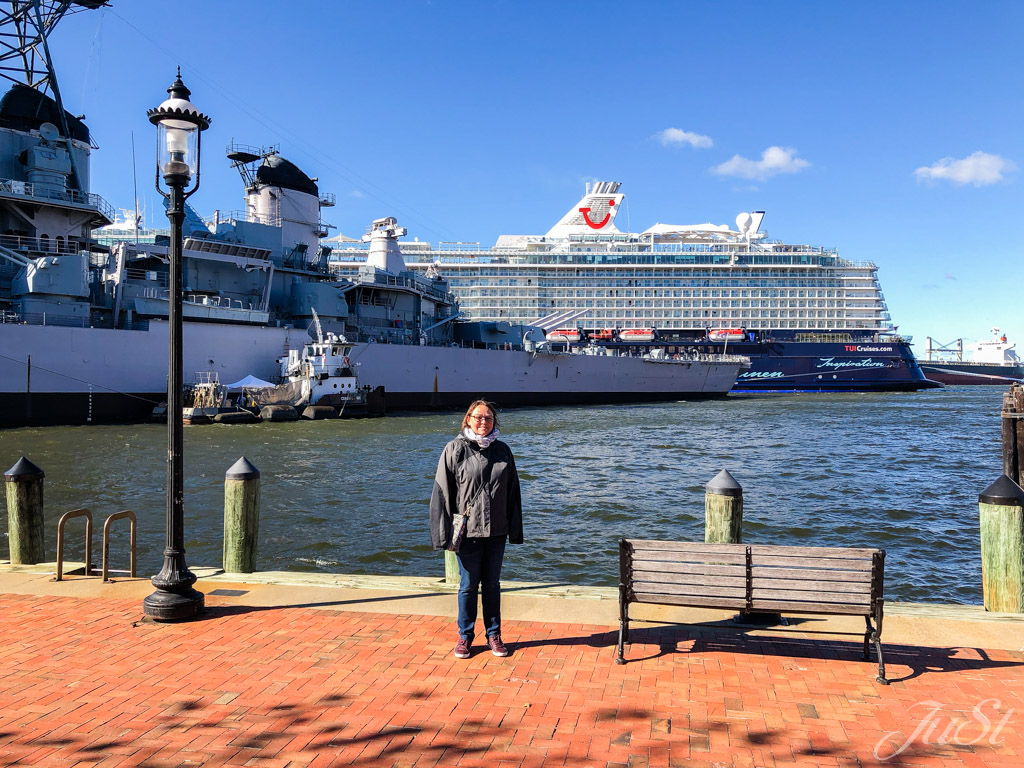 Jule und USS Wisconsin in Norfolk