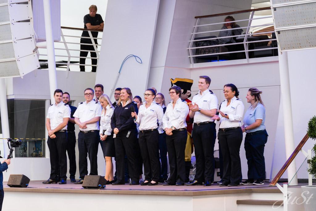 Vorstellung der Crew auf der Mein Schiff 6