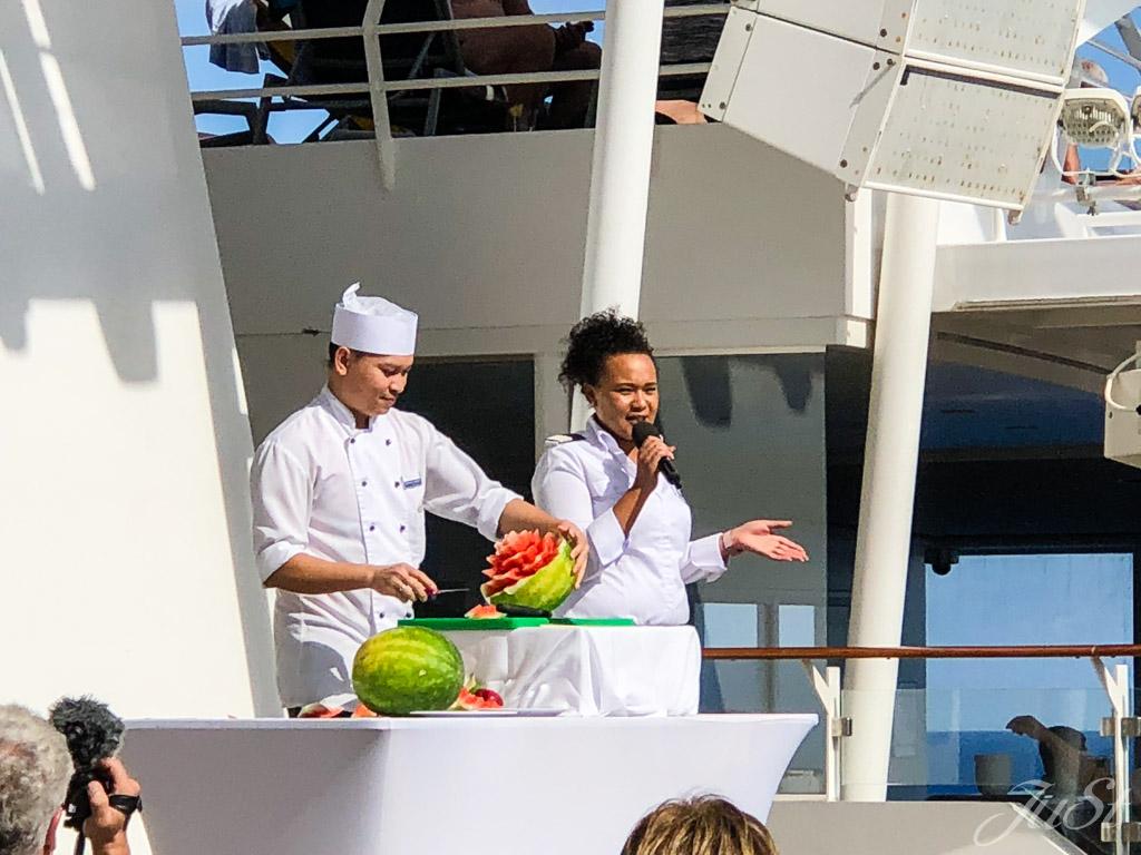 Obstschnitzen auf der Mein Schiff 6