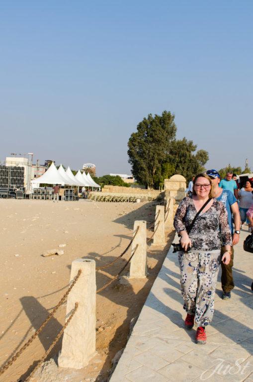 Jule auf dem Weg zur Große Sphinx von Gizeh